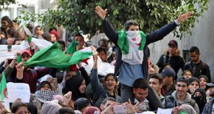 حراك الجزائر 2019.. قُبلة الحياة للربيع العربي