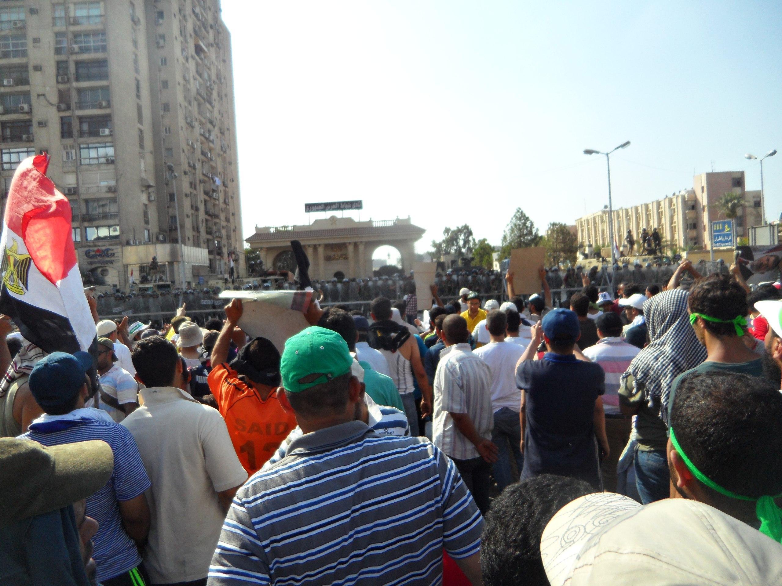 "Photo of ""الانطباع الأول"".. رصد دقيق للمواقف السياسية حيال مذبحة الحرس الجمهوري"